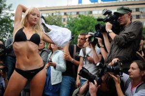 russia-bikini-lady